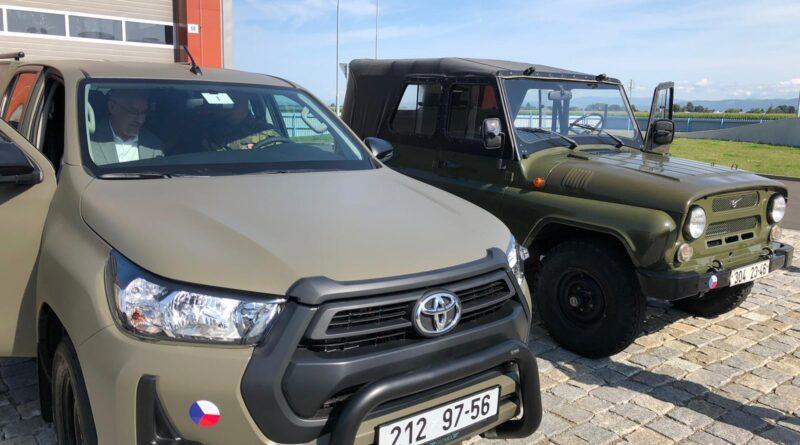 Toyota Hilux a UAZ 469 pro Armádu ČR